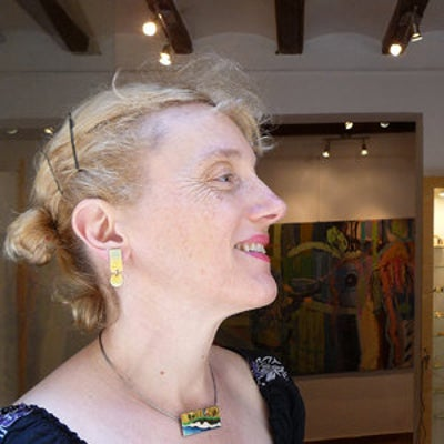 Montse Núñez artesana del esmalte